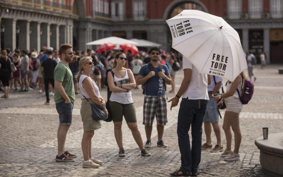 Guerra entre guías turísticos en el centro de Madrid. La Asociación Profesional denuncia intrusismo por la proliferación de los 'free tours'