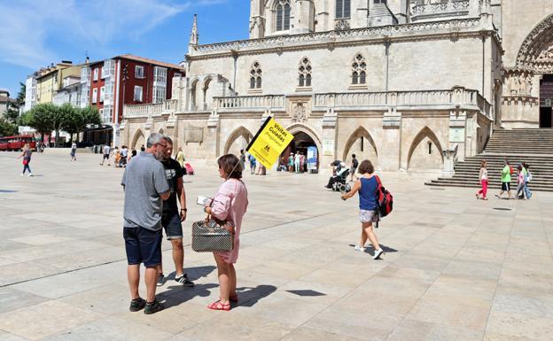Las visitas guiadas a cambio de propina han llegado a Burgos y han encendido a los guías oficiales.