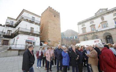 La competencia por el sector turístico se intensifica en la Plaza Mayor de Cáceres.