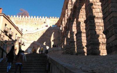 La Asociación de Guías Oficiales de Turismo de Segovia ha organizado dos actos para celebrar el 25 Aniversario de la Asociación.