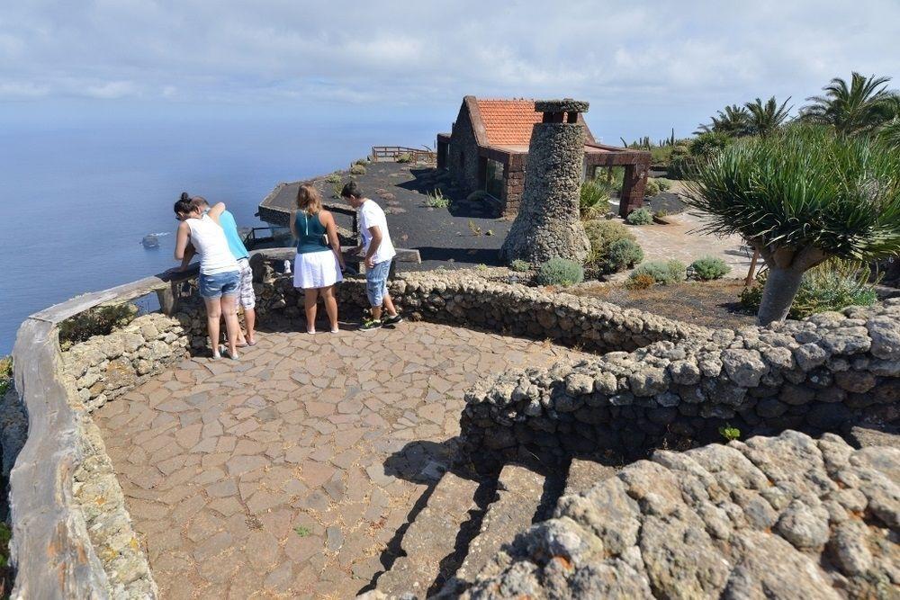 Canarias convoca los exámenes para obtener el carné de Guía de Turismo