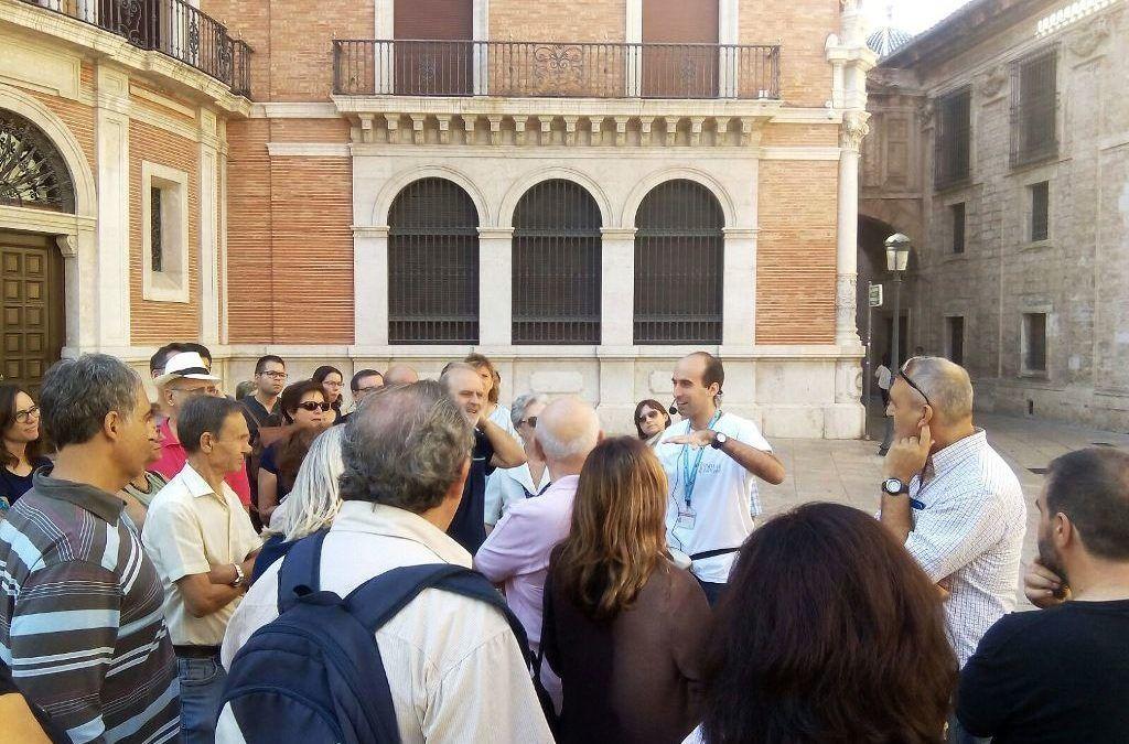 La Confederación de Guías Oficiales de España lanza una campaña para promocionar la importancia del turismo en nuestro país a través del lema «nosotros practicamos la Turismofilia, ¿y tú?»