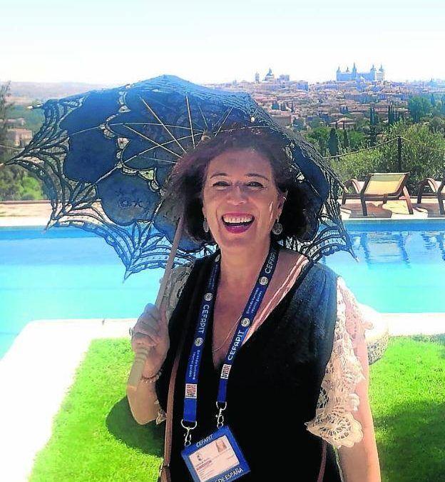 «Un guía turístico puede saber mucho, pero no es la Espasa». «España es una especie de reino de taifas», lamenta. «Aragón es la comunidad más permisiva» con el intrusismo y en Castilla y las islas hay más control