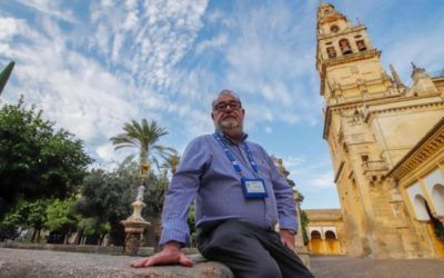 Luis Recio, decano de los guías de turismo: «En Córdoba no caben muchos turistas más»