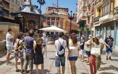 La Asociación de Guías de Turismo de la Comunidad Valenciana ha alertado de la situación crítica que atraviesa este colectivo, que se siente «ignorado, abandonado, y teme por su futuro laboral, mientras apenas ha recibido ayudas ni consideraciones por parte de la Administración Pública»