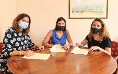 El Ayuntamiento de Santander firma un convenio con APIT para favorecer el reconocimiento de los guías de turismo.